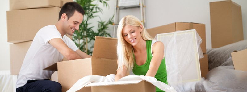 a couple is preparing for a house move