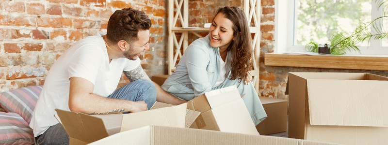 A young couple preparing for a house relocation
